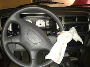 Campanha para usar fralda no volante quando estiver com bebê no carro