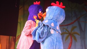 1- galinha pintadinha e galo carijo teatro rio de janeiro
