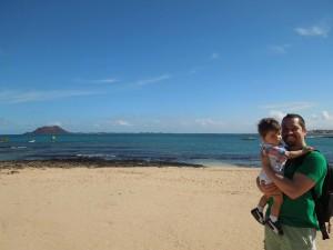 corralejo pititico com o papai na praia fuerteventura as melhores viagens