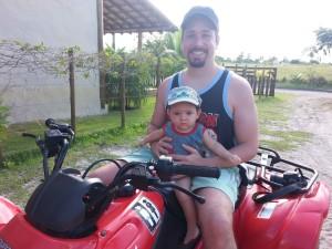passeio de quadriciclo com pititico o pequeno viajante