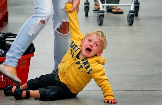 Querida Mãe da Criança Que Está Fazendo Escândalo no Shopping