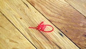 rabiscos no piso de madeira como limpar mamar tagarela 5 Itens Que Limpam a Bagunça do Seu Filho Como Magica