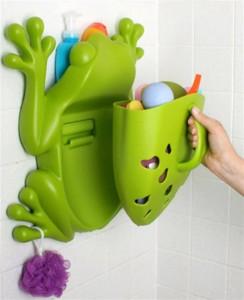 sapo coletor de brinquedos 10 Engenhocas Que Vao Facilitar o Banho do Seu Filho (de 0 a 3 anos) mamae tagarela