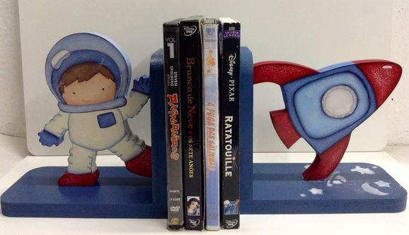 aparador de livros astronauta porta livros