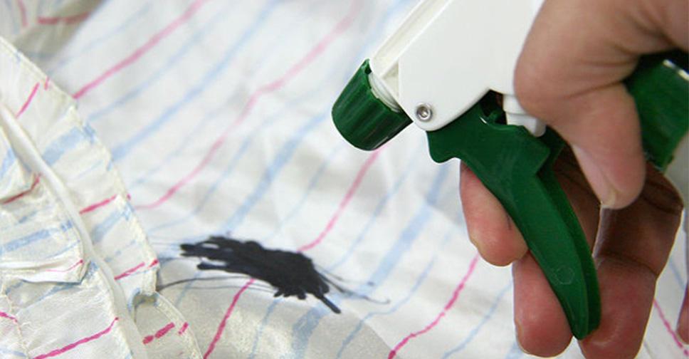como tirar mancha de caneta de roupas