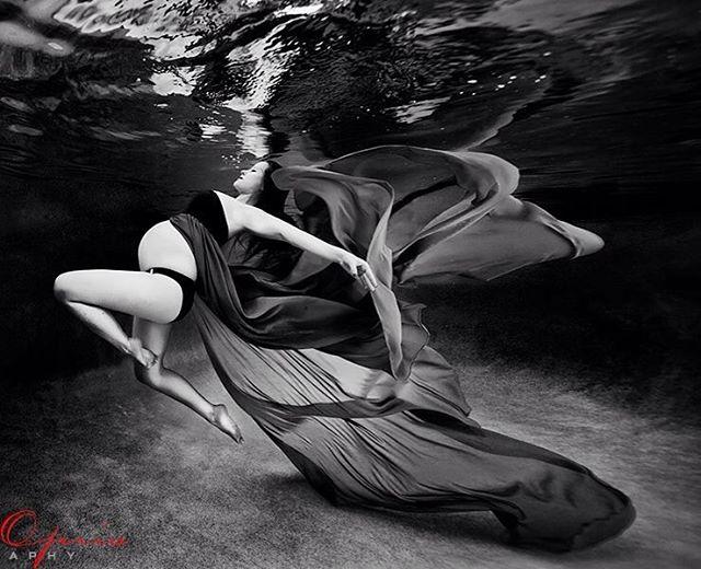 Ensaio Gestante Subaquático 08 - Adam Opris Photography