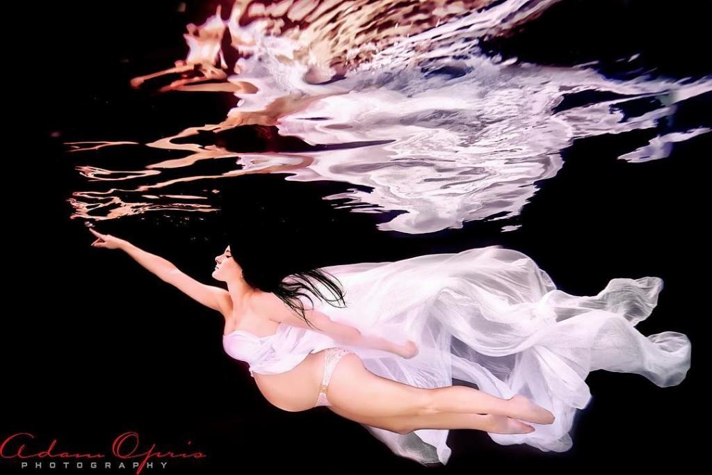 Ensaio Gestante Subaquático 01 Adam Opris Photography