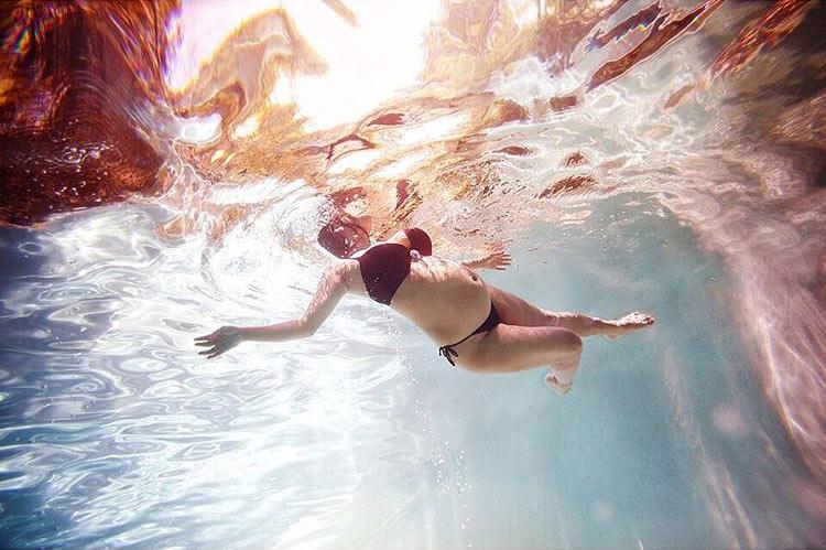 Ensaio Gestante Subaquático 10 - Amy Leigh
