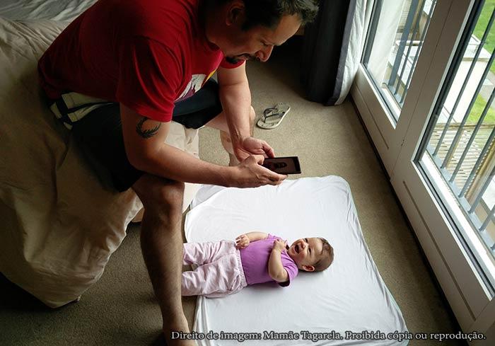 Papai Tagarela tirando foto para passaporte do bebê