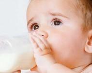 Engrossar o Leite do Bebê com Farinhas É Uma Boa Opção?