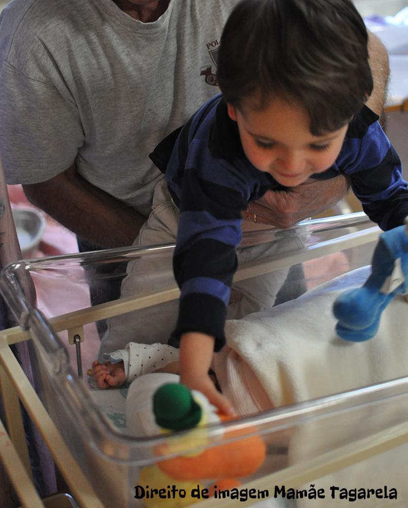 O Bebe Nasceu O Primeiro Encontro Entre Irmaospresente do bebe para o irmao mais velho