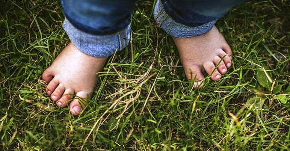 9 Benefícios Para Andar Com os Pés Descalços